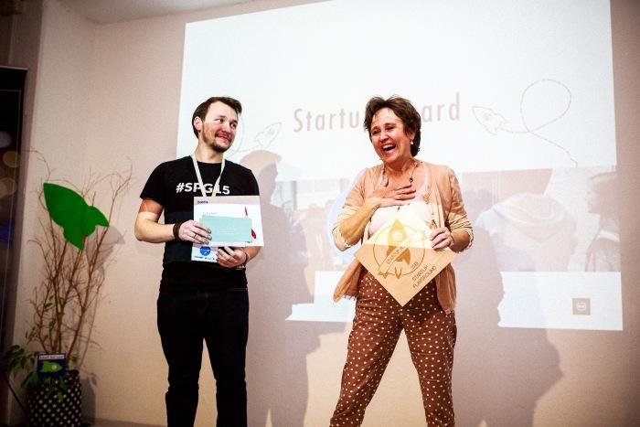 Die zu Tränen gerührte Startup Award-Siegerin Christiane Weninger.